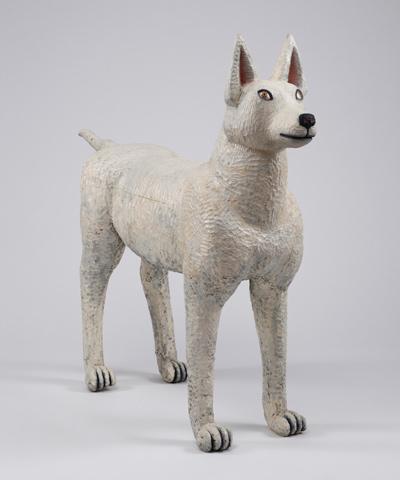 三沢厚彦《Dog 2013-02》樟・油彩、2013年